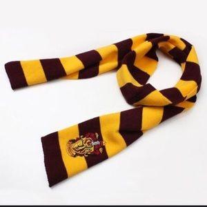 Harry Potter brand new scarf w griffindor logo